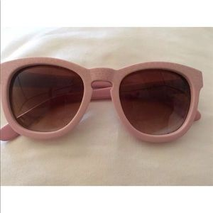 WILDFOX PINK JULIET SUNGLASSES PERFECT CONDITION